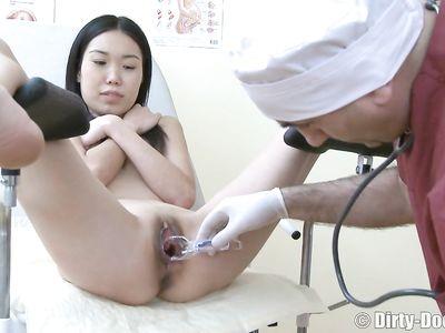 Якутская девушка пришла на приему к зрелому гинекологу и дала ему