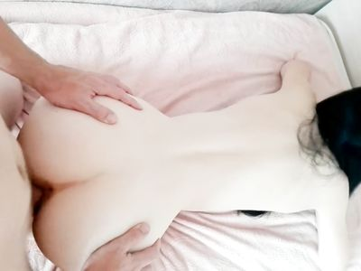 Темноволосая русская девушка сделала минет и трахнулась в киску