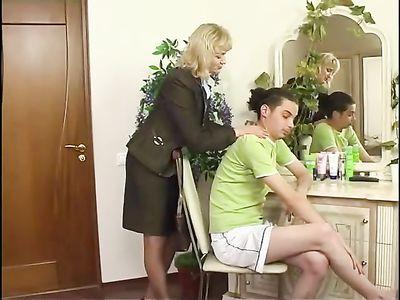 Мамки трахаются с молодыми видео, шлюха на пражской армянка