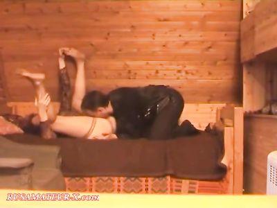 Муж в сауне пердолит зрелую жену в разных позах после смачного куника