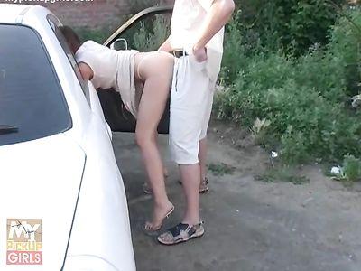 Пикапер вывез русскую телку на природу и ловко вставил член в бритую киску
