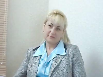 Зрелая блондинка пришла на приватный кастинг за острыми ощущениями